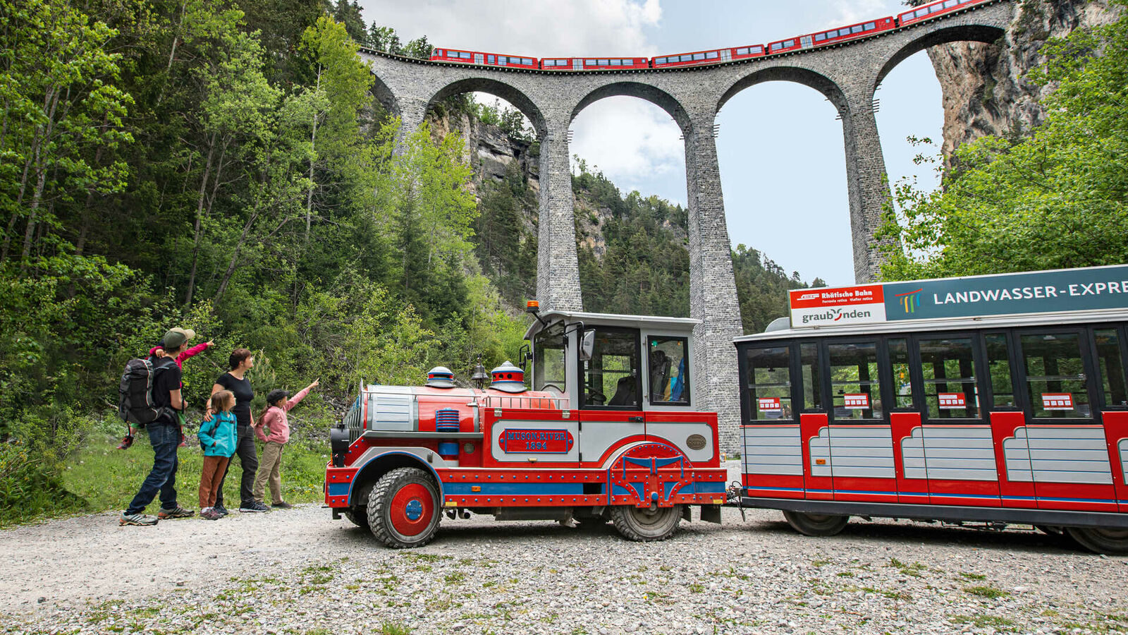 Landwasser Express in front of the imposing Landwasser Viaduct
