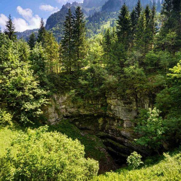 The giant Hellloch-Sinkhole